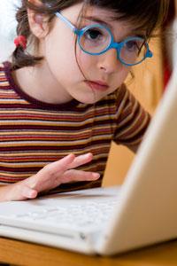 01c5968db1a24 lunettes enfant travail sur ordinateur bonne vue. La lunetterie pour les  enfants ...